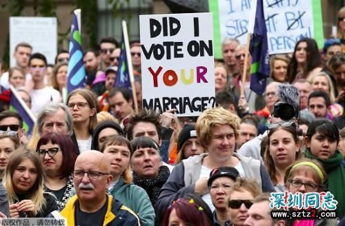 """为同性婚姻公投呐喊 悉尼街头上演""""内衣游行"""""""