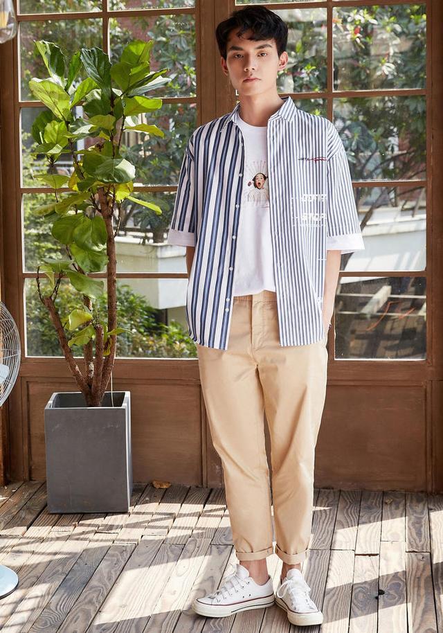 纯色衬衫太单调?条纹为你演绎夏日风情
