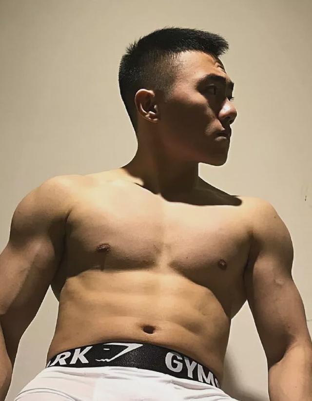 185CM东北电力大学肌肉男谢松锤,他的视频你看过吗