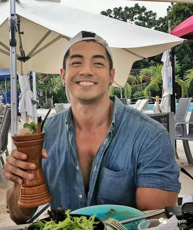 新加坡MANHUNT冠军获封杰尼龟男神!四块腹肌太抢镜