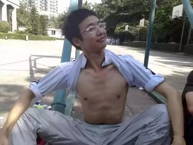 国内媒体眼中的肌肉男!!!