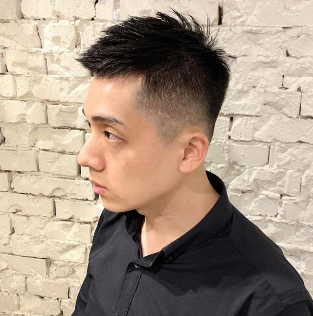 """男生别再留""""过耳""""发型了,这几款短发长度刚好,干净又帅气"""