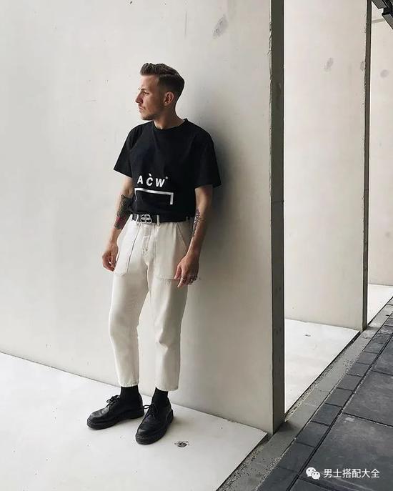 黑T与白T 谁才是男人T恤中的百搭王者?