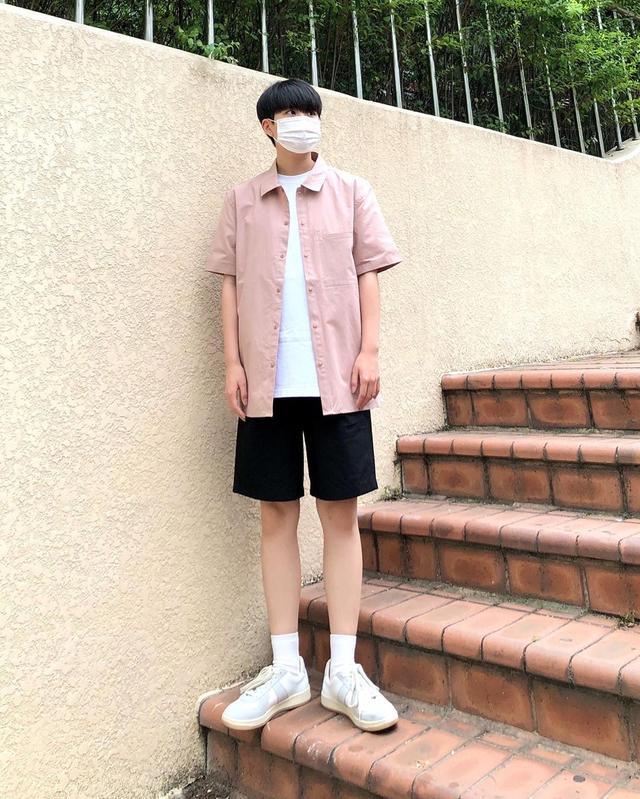 """今夏男生流行""""衬衫配短裤"""",休闲舒适很清爽,谁穿谁帅气"""